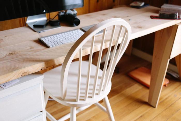 長時間過ごす書斎やワークスペースの椅子は、デザインはもちろん、座り心地の椅子を選びたいですね。