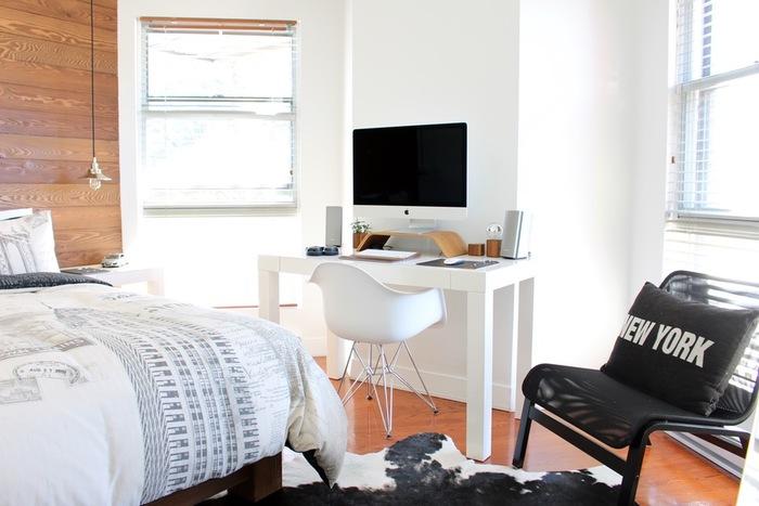 ライフスタイルによって選ぶ椅子も違ってきます。狭いワンルームもコンパクトな椅子があれば、くつろぐことも仕事をすることもできますね。