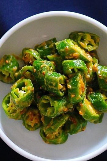 梅シロップはドリンクやスイーツだけじゃもったいない!料理にも活用しましょう。こちらは青唐辛子を味噌と梅シロップのたれで和えた一品。青唐辛子が苦手な方は、違う野菜で代用しても◎