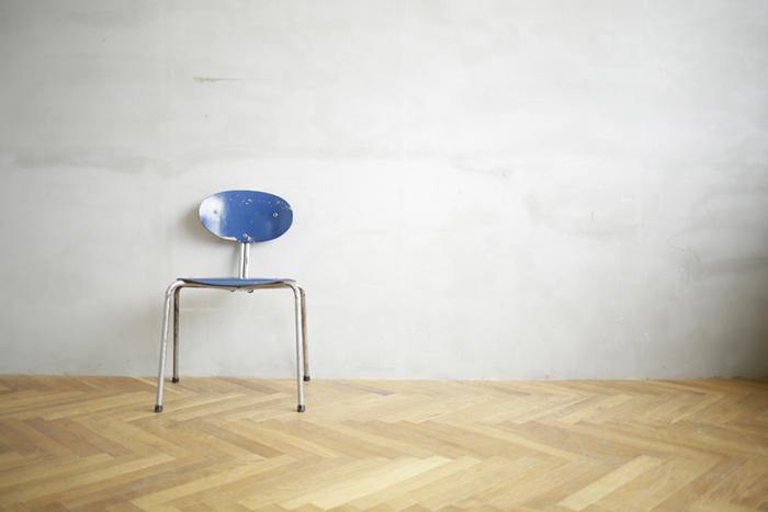 ただそこにあるだけで、物語を語ってくれそうな雰囲気のある椅子。椅子が語りかける言葉に耳を傾けてみましょう。そうすればきっと、豊かな日常への入り口になってくれるかもしれませんよ。