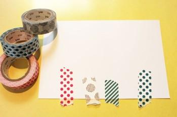 ろうそく部分はマスキングテープで。色々な柄や太さで作ると楽しい仕上がりになりますね。