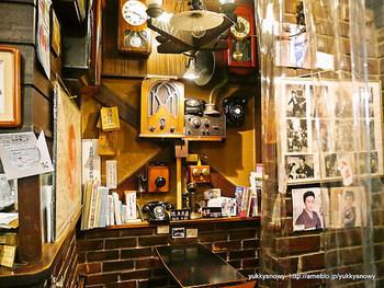 店内は独特の雰囲気。今も下北沢に住む人たちの憩いの場所として愛されています。