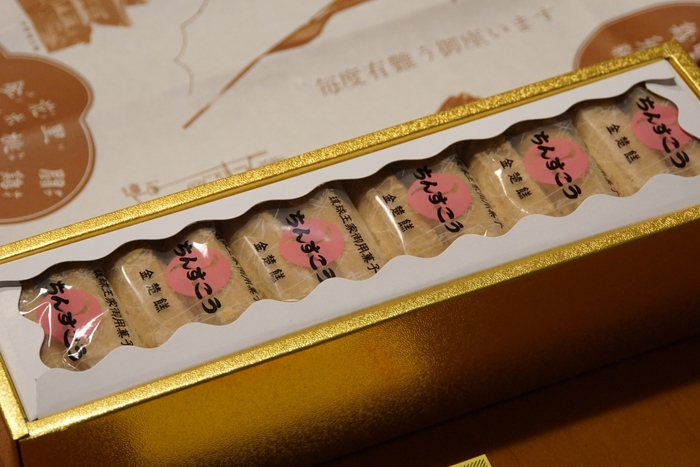新垣氏の子孫が経営するのは、他に《新垣カミ菓子店》、直系の《琉球菓子元祖本家新垣菓子店》があります。それぞれ製法と形が違い、味わいも異なります。
