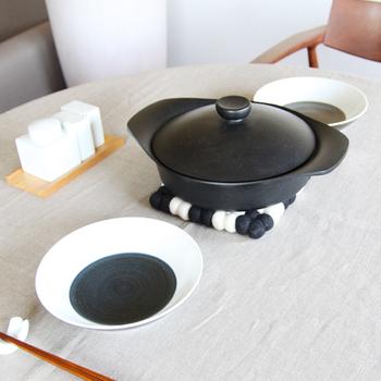 お鍋をみんなで囲うとき、こんな素敵な鍋敷きがあったら盛り上がりそうですね。