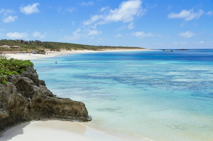 八重山諸島には、夢のように美しいビーチがたくさんあります!島ごとにも風景が違うので、いろいろと巡ってお気に入りのビーチを見つけてみてくださいね。のんびり暮らすように旅をしながら、地元の方がおすすめする、ガイドブックには載っていない素敵な景色を見られることも!?