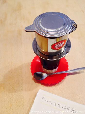 濃いめのベトナムコーヒーと一緒にティータイムはいかが?
