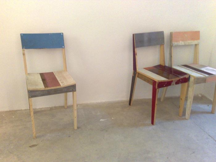 彼の代表的な作品、スクラップウッド(廃木材)をつかった家具を目にしたことがある方も多いのでは?この素材のバラバラ感が逆に可愛いですね♪