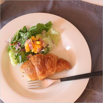 シンプルイズベスト。料理を選ばない、大活躍間違いなしのプレートです。色違いで揃えるのも良いですね◎