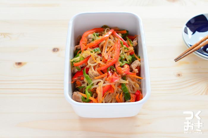 糸こんにゃくとお好みの野菜で作るしょうが風味の炒めもの。パプリカ・にんじん・ピーマンを使って彩りよく。