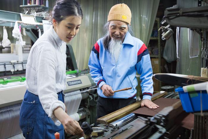 現在瀬谷さんがストールなどを主に織ってもらっている八王子の工場は、みやしん株式会社時代の縁で知り合いました