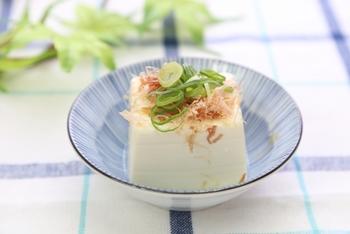 カロリーは100gあたり約60~70kcalと低カロリー♪木綿・絹ごしなど食感の違いも楽しめますね。