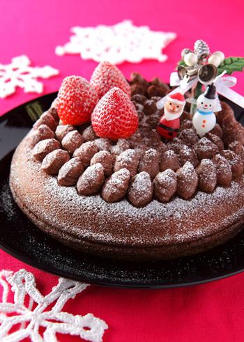 クリスマスやお誕生日用のケーキも、なんとフライパンで作ることができます。調理時間は約40分。ケーキを買いに行くより、作ったほうが早そう◎生地の作り方や焼き方をマスターしたら、飾りつけで遊ぶことができますね。