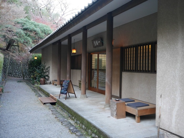 真言宗のお寺「慈眼院」のカフェ。穏やかで趣きのある建物です。