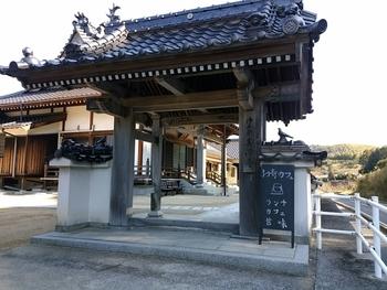 浄土宗「油良寿源寺」にあるカフェ。グッドデザイン賞2015を受賞しています。