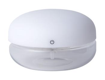 「空気を洗う」という発想から生まれた空気洗浄機。フィルターを使用せず、水の浄化作用を利用し空気をきれいに保ちます。使い方は水と専用のアロマソリューションを入れて電源をオンするだけ。アロマの香りに癒されながら、空気の除菌と消臭ができます。  LEDライトが内蔵されているから、好みの明るさに調節して間接照明として使うこともできますよ。コロンとしたシルエットもかわいいですよね。  出典:arobö