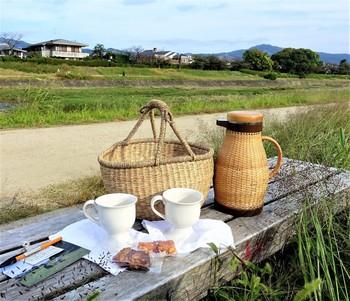 晴れた日には、お散歩がてら、おいしいコーヒーとおいしいお菓子を持ってピクニックへ。そんな願いを叶えてくれる、ピクニックセットのレンタルサービスもやっています。魔法瓶たっぷりに入ったおいしいコーヒーを飲みながら、のんびり日向ぼっこしませんか?