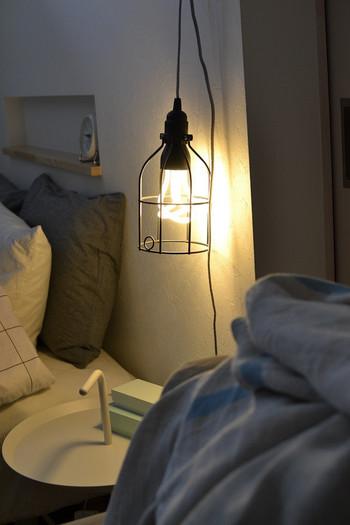 こんな素敵なランプがあったら、眠る前の読書がやめられなくなりそう。
