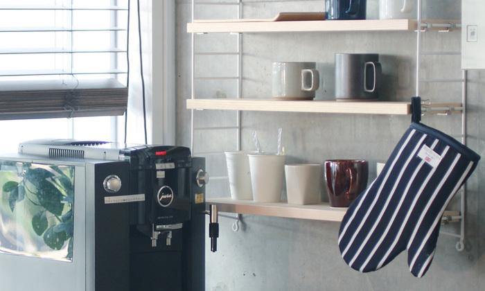 毎日なにげなく使っているキッチン用品ですが、デザインや使い勝手などお気に入りのものに変えるだけで、不思議と楽しくなります。写真は、ロンドンの市場で働くブッチャー(肉屋)が昔から愛用するブッチャーズストライプのミトン。なんだか気分が高まりませんか?
