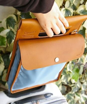 出張が多いお父さんにおすすめなのがこちらのバッグ。キャリーバッグのハンドルに被せて、頻繁に出し入れする財布やスマホ、チケット類をまとめて収納できます。しかも、単体で手提げとして、肩掛けとしても使える優れものです。