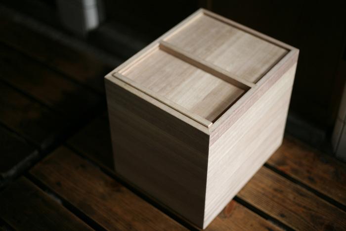 日本人には欠かせない米。昔から使われ続けている米びつはやはりいいところがいっぱいです。シンプルで美しいデザインの東屋の米びつは桐を使用しているため、防腐・防虫・調湿効果に優れています。