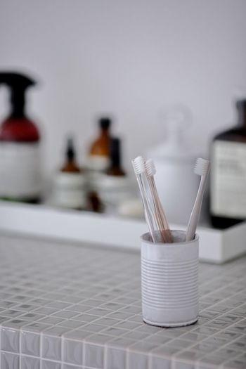 余計な装飾が一切ないシンプルで機能的な歯ブラシも無印良品らしい名品です。毛の細さやハンドルのかたちなどでカラー展開が異なります。どの色も落ち着きのあるカラーで、自分の色をチョイスするのも楽しくなってしまいます。