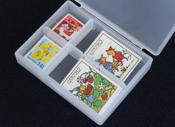 ピル・ピアスケースは小さなものをきちんと保管したいときにおすすめの収納アイテムです。記念切手を入れて持ち歩いて、隙間時間にお手紙を書いてみるのもいいですね。