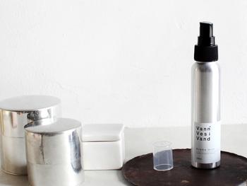 上質な天然のアロマを使用したアロマミストは、気分転換したい時にシュッとひとふきするだけで、ハーブの爽やかな香りが広がります。