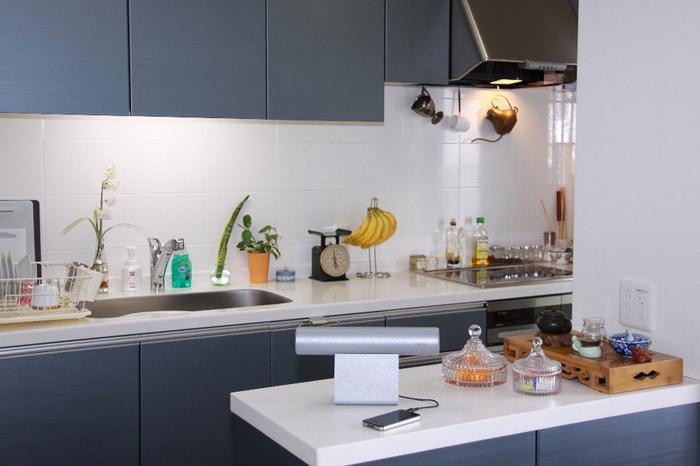 キッチンに置けば料理を作る時間も楽しく過ごせそうですね。ラジオに切り替えれば気になるニュースも調理中に把握。