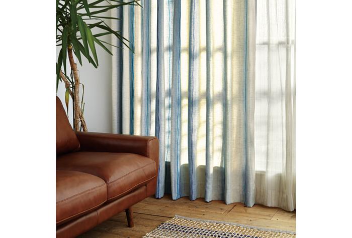 涼やかな印象で、夏にぴったりなのがストライプ。縦長効果で部屋全体を高く、すっきりした空間に見せる効果も。ドレープカーテンもストライプにするときは、幅や質感を変えたりして組み合わせを楽しんでみて。 OOZE(ウーズ) レース/unico