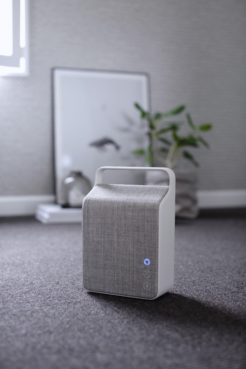 世界三代スピーカーメーカーのひとつvifaは、本格的なオーディオに引けをとらない上質な音質。OSLOは、コンパクトサイズでも音質にこだわりたい人に最適。連続8時間再生可能です。
