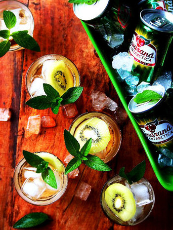 「ガラナ・アンタルチカ」というブラジルのガラナ飲料とキウイを使って。ガラナの風味が香る、爽やかな甘さのモヒートです。