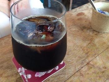 カフェでは珈琲・ハーブティなども味わえます。きっと素敵な出会いがあるはずですよ♪