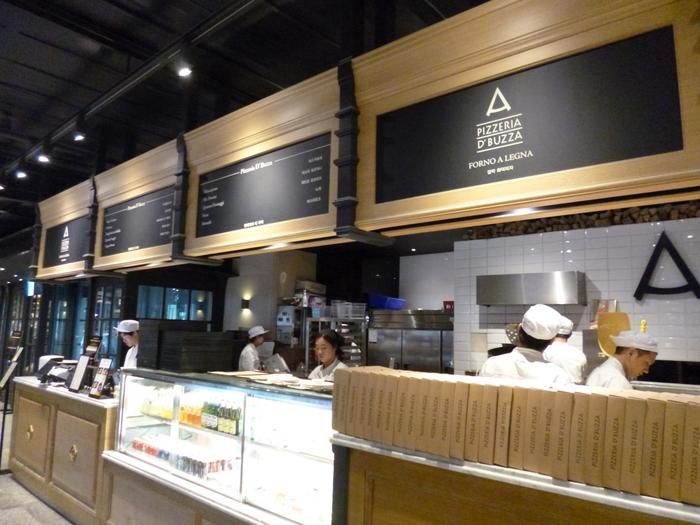 いつも長蛇の列が出来ている超人気店です。韓国の外国人街の梨泰院にオープンしましたが毎日長蛇の列ができており、徐々に店舗を増やしています。プジャピザはお金持ちのピザと言う意味です。