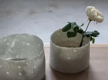 キャンドルホルダーとして使う他、小さめの花瓶として使っても素敵ですよ。