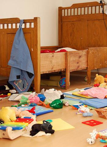 子供のいる家庭の悩みと言えば、おもちゃや絵本でお部屋が散らかりがちになること。増え続けるおもちゃをしまっては出して、出されてはしまってと子供との追いかけっこでお部屋をきれいに保つのに苦労していませんか?