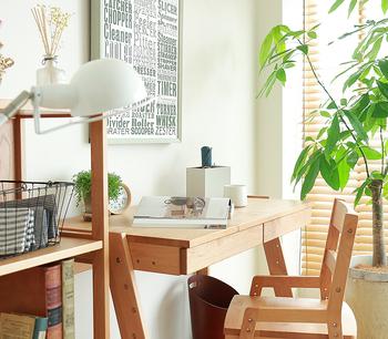 ナチュラルで上質な質感は大人のインテリアにも馴染みます。リビングに置いても、子供部屋に置いても素敵な家具ですね。