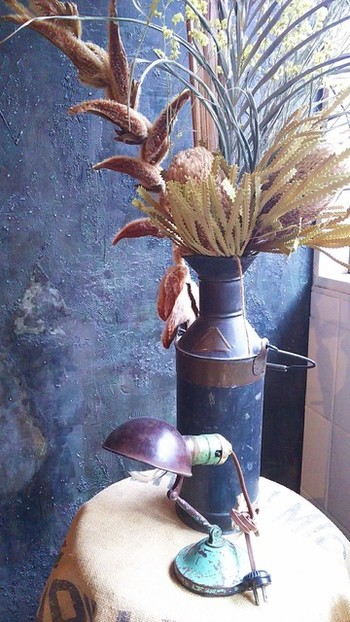 ドライフラワーの楽しみ方・飾り方のヒントが、店内には溢れています。こちらでは、個性的な植物をドライフラワーにして扱っているので、私だけのオリジナルインテリアが手に入りそうですね。