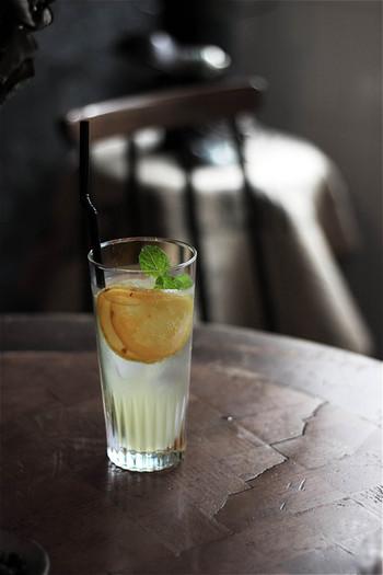 暑い日にぴったりの自家製レモンスカッシュは、ハチミツの優しい甘みとサッパリ感がなんともいえません。