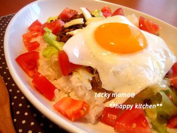 タコライス風のっけごはんレシピ。忙しい日にもパパッと作れて、見た目もキレイなので夕飯の主役としてもオススメです。