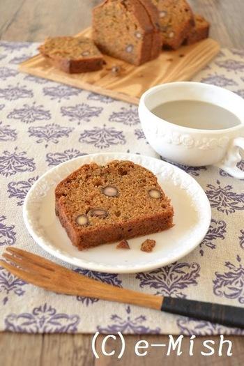 日本の緑茶の一種、ほうじ茶をつかったレシピ。コクのあるほうじ茶の風味は、スイーツにもピッタリ。茶葉は包丁などで細かく砕いてから使うと良いですよ。