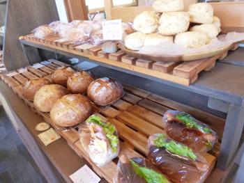 「益子時計」で美味しいと評判のパンを焼いていたのがオーナーのえみさん。えみさんが焼くパンは、どれも味わい深くて優しい味。