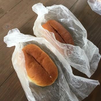 人気商品はコッペパン。素朴で懐かしさを感じるふわふわのコッペパンには、プラス30円でお好みのジャムやクリームを塗ってもらえます。小さめでおやつにもぴったり。