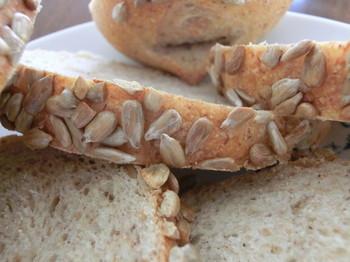 こちらは「ひまわりの種パン」。ナッツのような食感の種が、びっしり!美味しそうですよね♪パンに使用する食材は無農薬や減農薬、地元(益子町)でとれた旬の食材を中心に使っているのだそう。