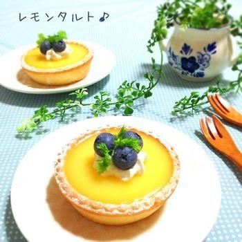 レモンゼリーで固めた、簡単レシピ。 爽やかなゼリーで、こってり系の食後のデザートにもおすすめですよ。