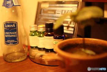 どんよりとした空気で、どうしても気分が晴れないというときは、アロマキャンドルやアロマディフューザーなどで香りを楽しむと良いかも。