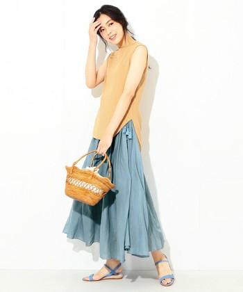 着心地の良いインド綿を使った、動きのあるロングスカートは、カジュアルにもフォーマルにも着こなしが出来る優秀アイテム。
