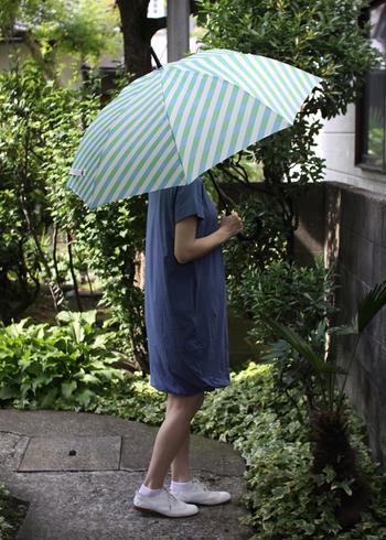 雨の日は空が暗いし、足元も悪くて、何だか気持ちまで下がりがち。そんな雨の日はかわいいレイングッズの力を借りて、楽しく乗り切りませんか? 使うのが楽しみで雨の日がつい待ち遠しくなってしまうようなレイングッズをご紹介します。