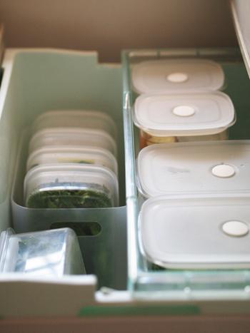 洗ったお野菜を密閉容器に入れて、冷蔵庫に保存しています。少しずつ先回りして、お料理のついでに余分なお野菜も一緒に洗って保存すれば、時短にも繋がりますね。