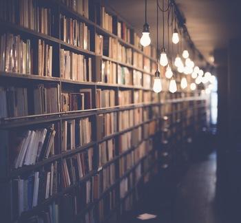 自分の世界を広げてくれる読書や勉強。ちょっとした隙間時間を見つけて取り組むと、気分転換にもなります。「月に◯冊本を読む」「◯月までに資格をとる」など、目標を決めると生活にもハリが出ます。