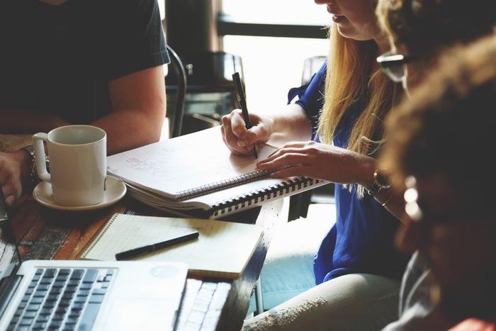 勉強会や読書会に参加してみるのもオススメです。新しい仲間を作るきっかけにもなります。